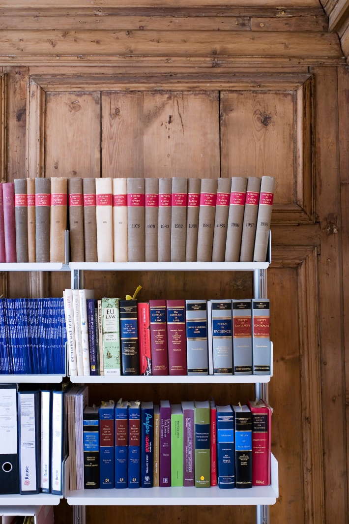 Barrister, solicitor or lawyer? All we know is that they use lots of books and store lots of paper. Thank you. Here the magnificent panelling is treated with due reverence by a semi-wall mounted shelving system