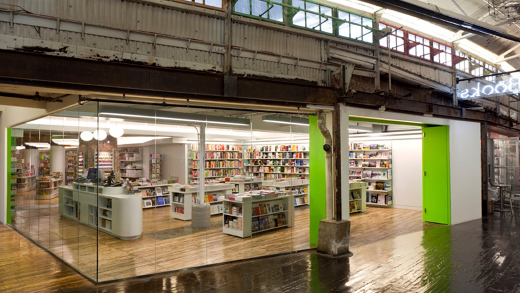 Self-effacing shelves for robust space Specify Vitsœ for your commercial space