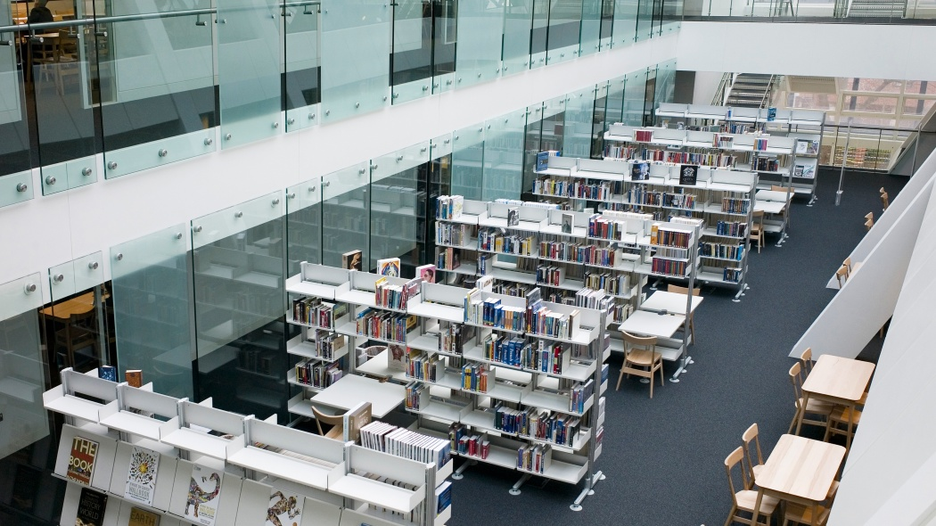 The 606 Universal Shelving System's free-standing structure allows the library to be situated within the school's atrium, taking full advantage of the natural light