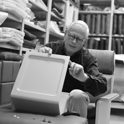 Dieter Rams inspecting the adjustable feet