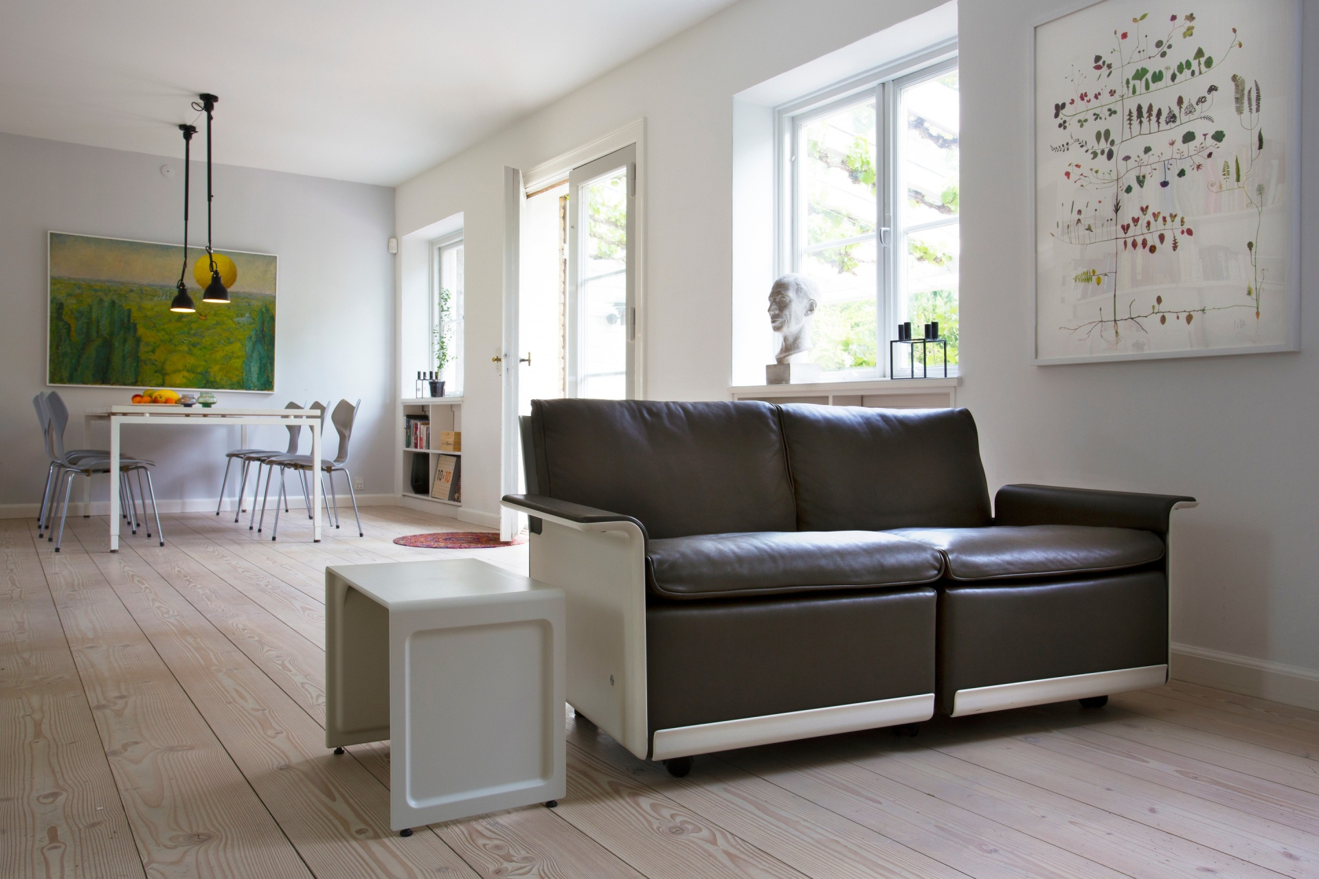 Adjust your room to suit your changing needs. High quality castors on the 620 sofa make repositioning your sofa easy in an open-plan living space
