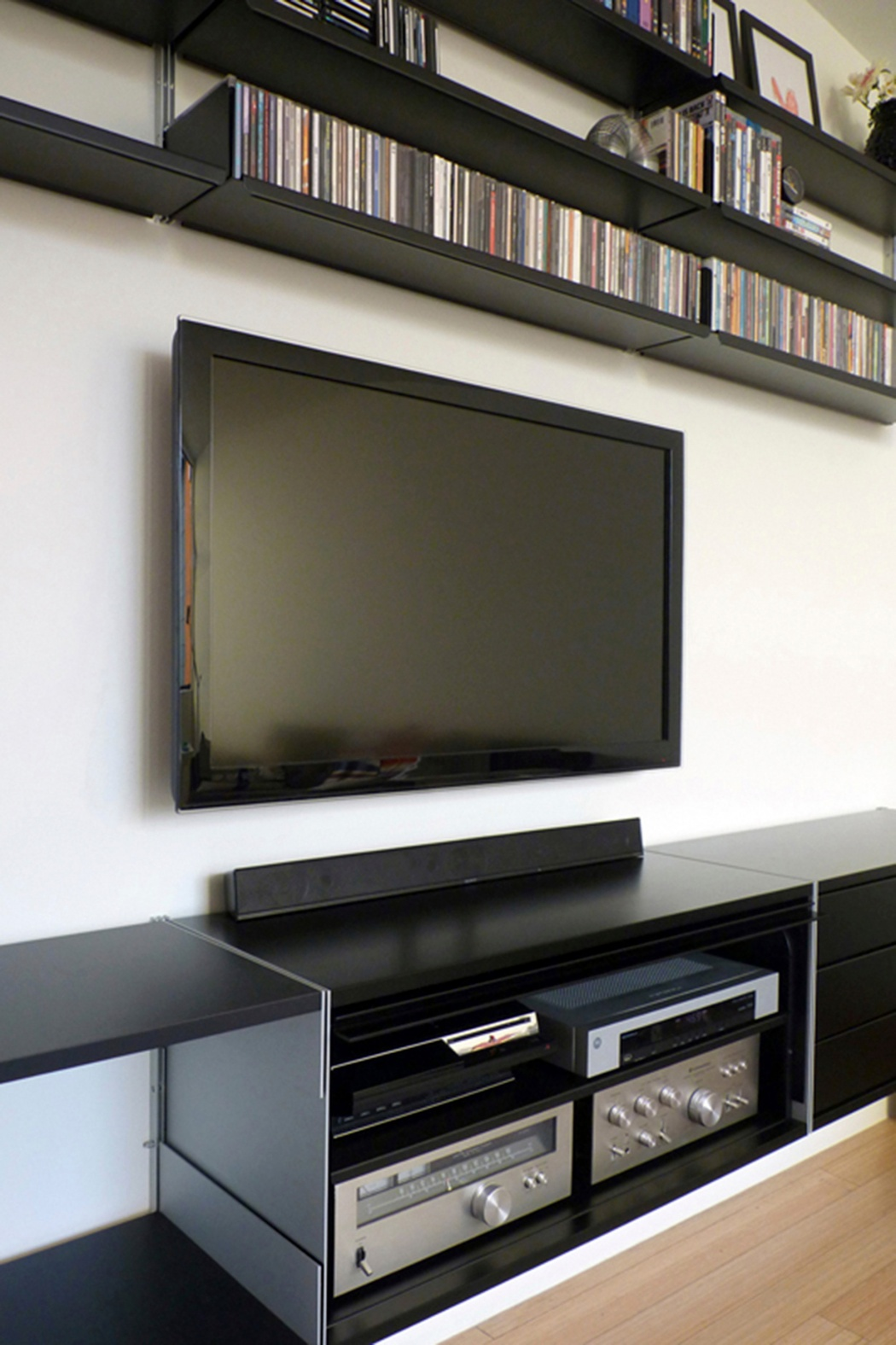 Larger televisions can be mounted directly to your wall. We can plan a shelving system for your DVDs and equipment. Cabinet with up-and-over door is perfect for use with remote control. Our planning service is free: vitsoe.com/planning