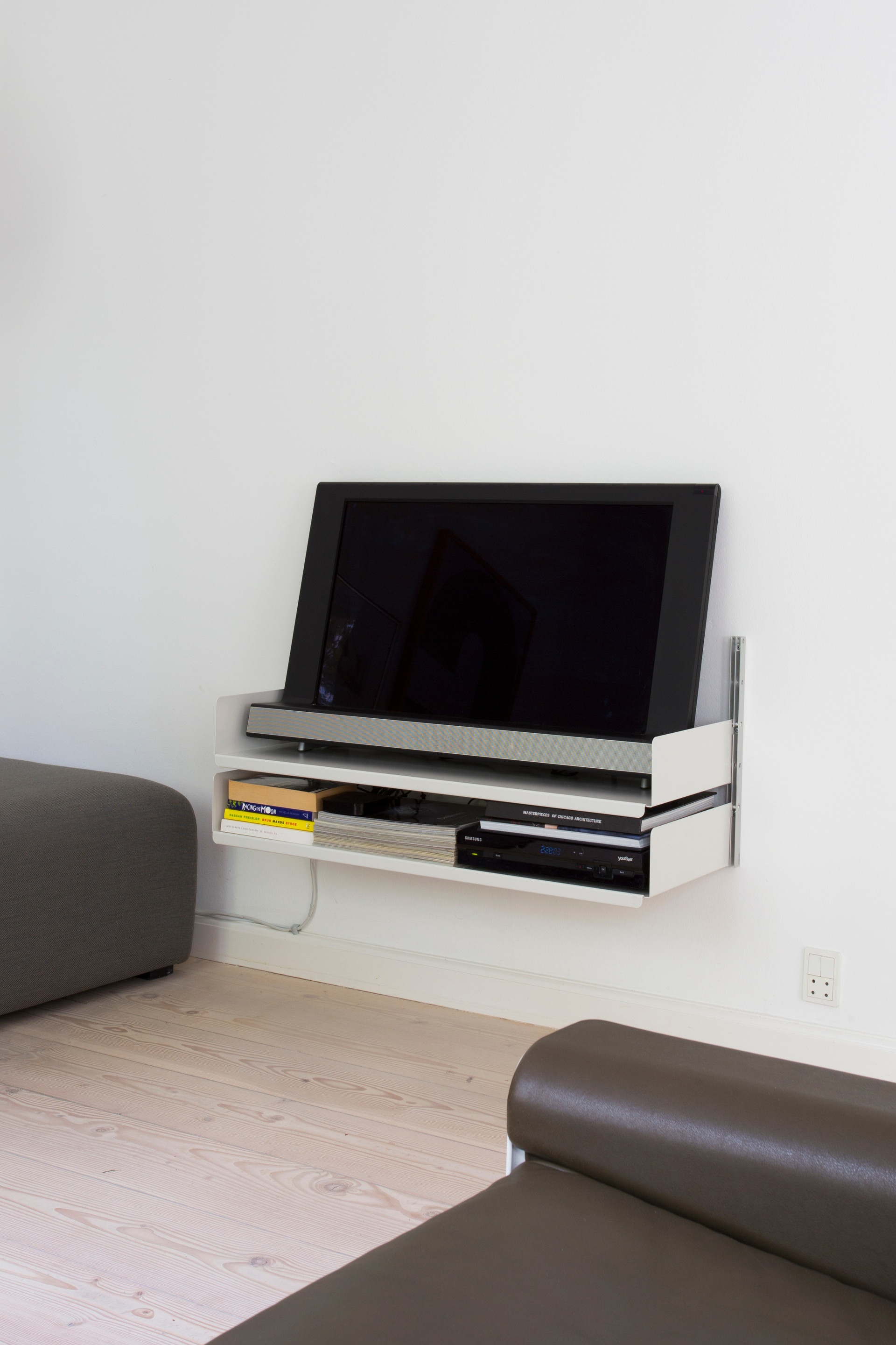 Simply two shelves on two E-Tracks: an economical TV storage solution. Yours for €298 inc VAT
