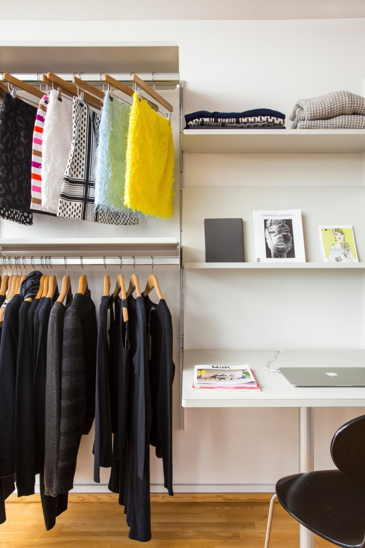 Teenage bedroom or fashion showroom? Our adaptable shelving system has no preference