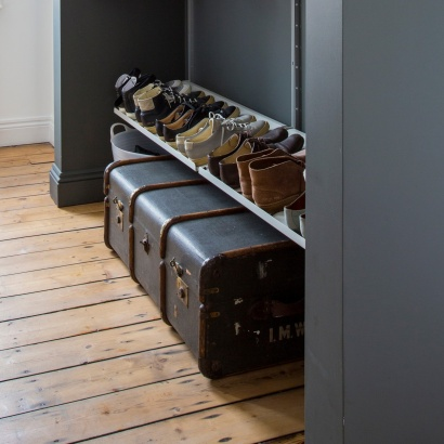 18º sloping shelf for shoe storage