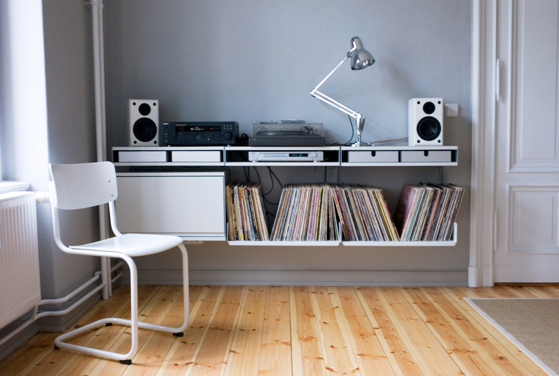 Let's assume the bass is shaking the tripod on this one. A surface for amplifier and record player is created by using the double shelf, which has two surfaces and space for aluminium trays within, to store needles, jacks and weights. You need a solid wall (made of masonry, brick, block or concrete) for these short E-Tracks