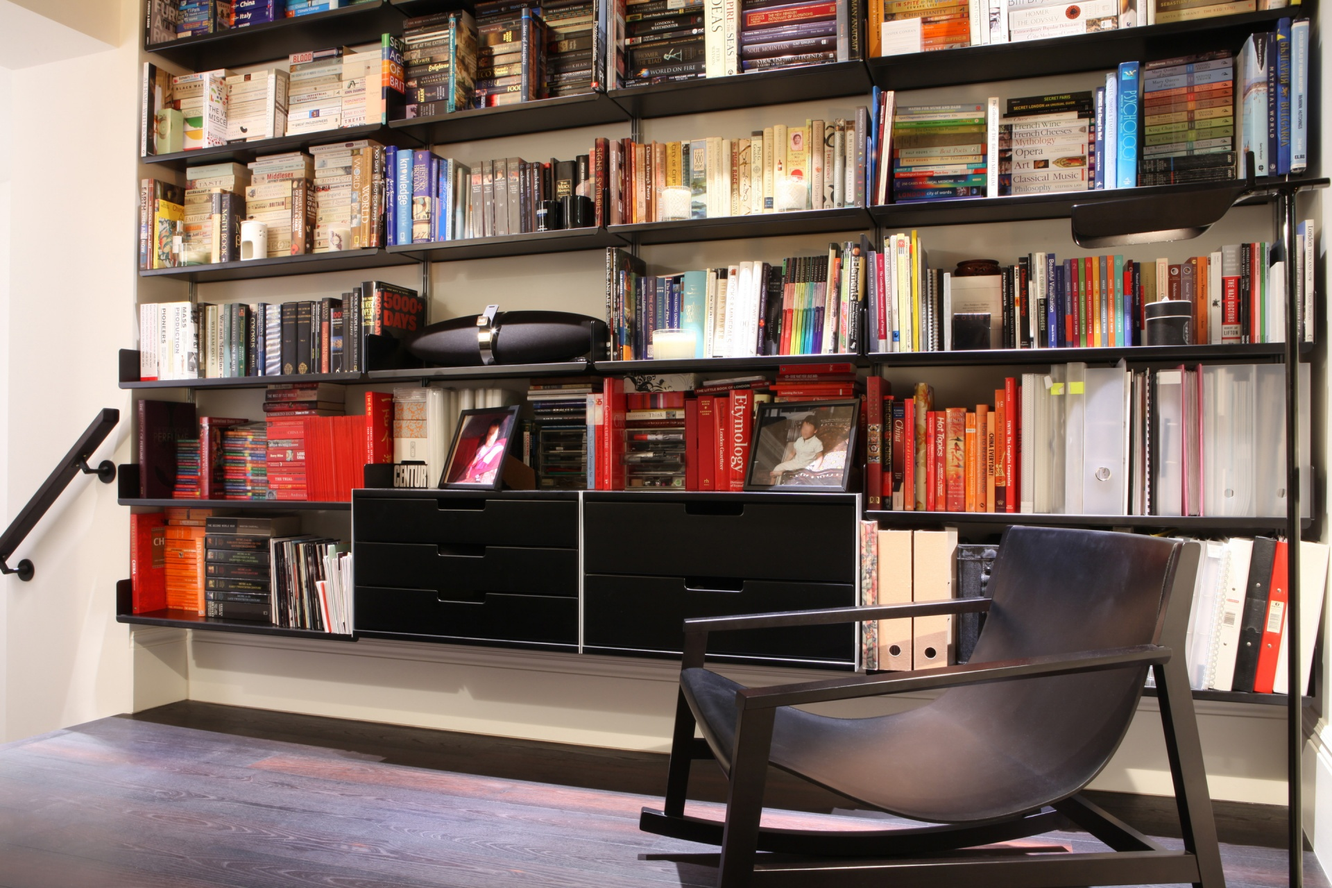 Black and red; horizontal and vertical: the peaches and cream of the shelving world
