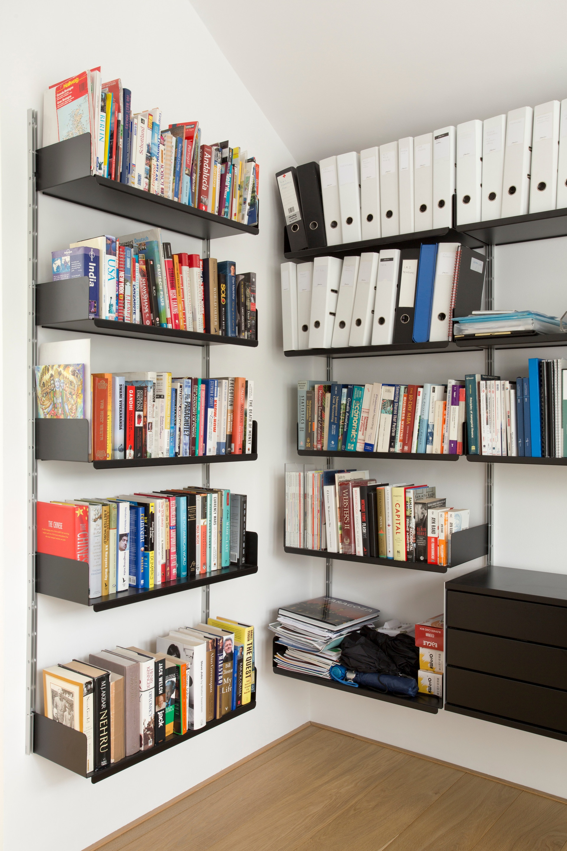 Corners are dealt with easily by the wall-mounted shelves