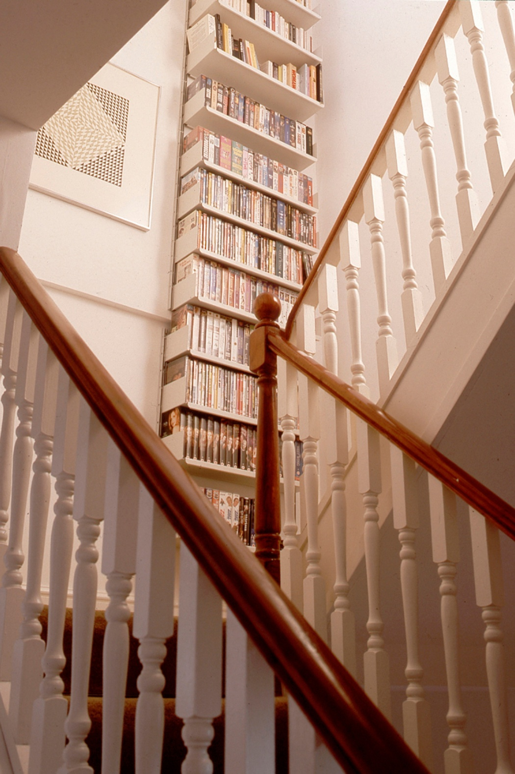 Staircase shelving on a stepped wall is accommodated using split E-Tracks