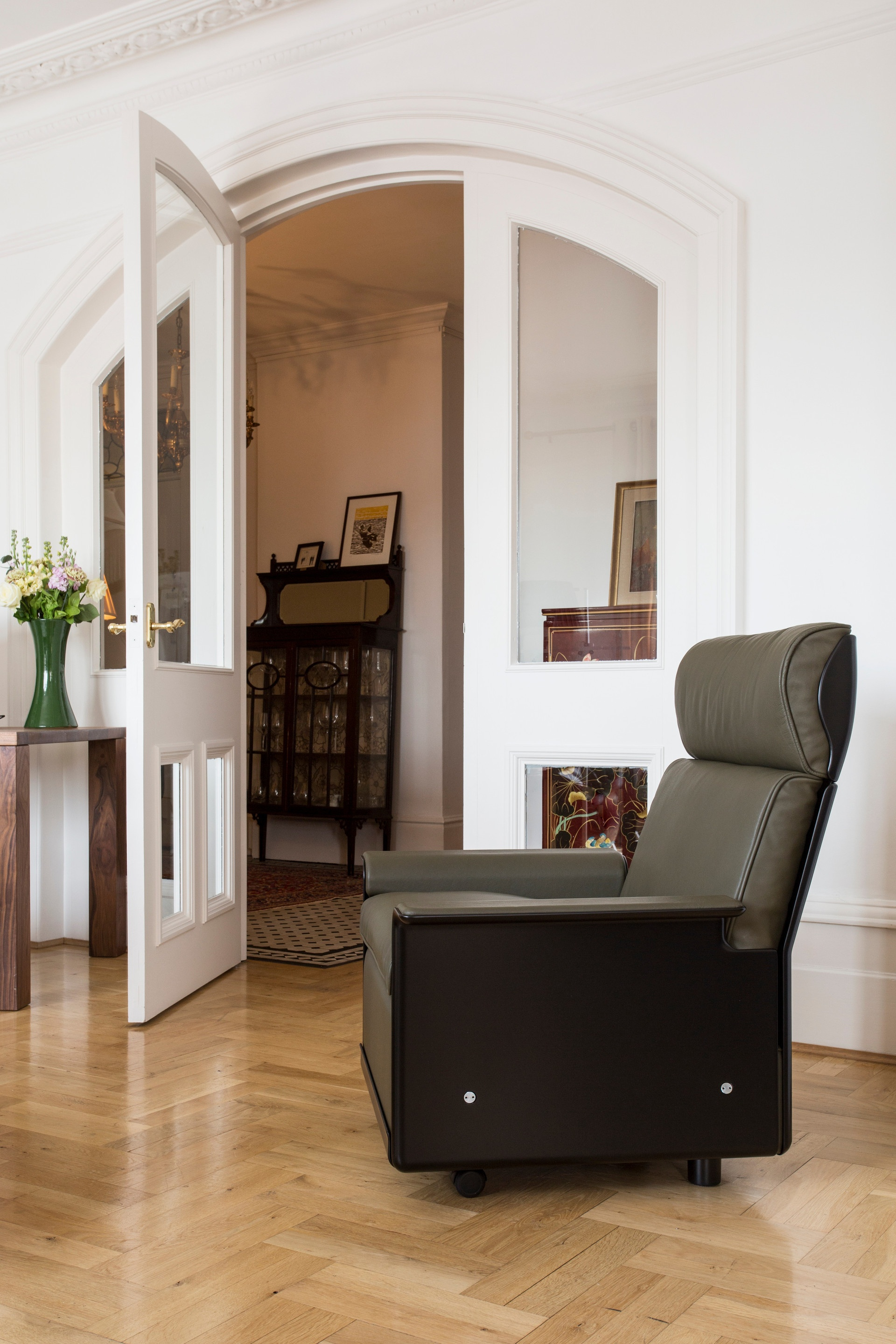 The 620 chair can be changed from a low back to a high back with relative ease using one simple tool