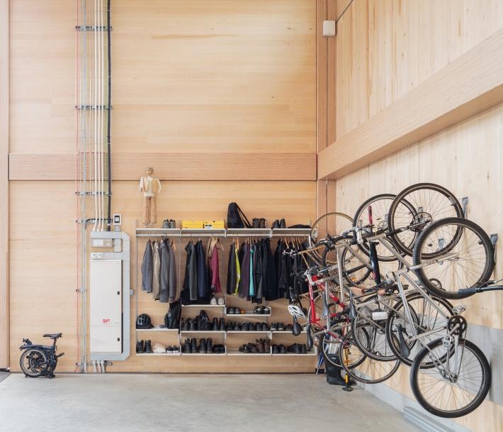 Bike storage and wardrobe at Vitsœ in Royal Leamington Spa. ©Dirk Lindner