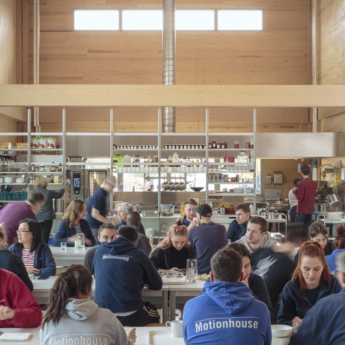 Motionhouse at Vitsoe in Royal Leamington Spa ©Dirk Lindner