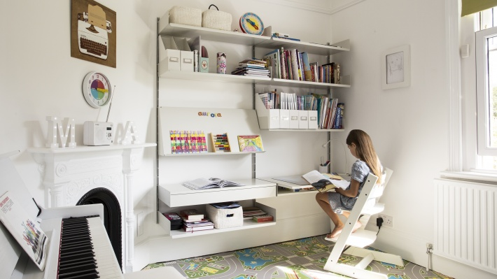 Kids desk and bookshelves. Modular Vitsœ shelving. Workstation for children room. Designer Dieter Rams