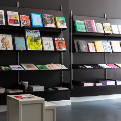 Book shop shelving with sloping shelf , retail display Vitsœ shelving. Designer Dieter Rams