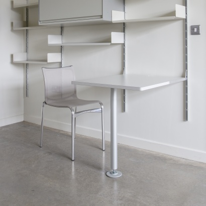 606 universal shelving system, integrated table 80cm deep. Designed by Dieter Rams