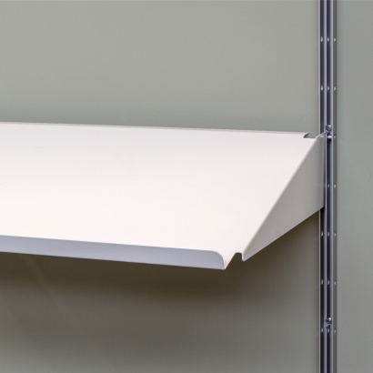 sloping shelf for magazines and open books. Strong metal shelves. Vitsœ 606 modular shelving. Designer Dieter Rams