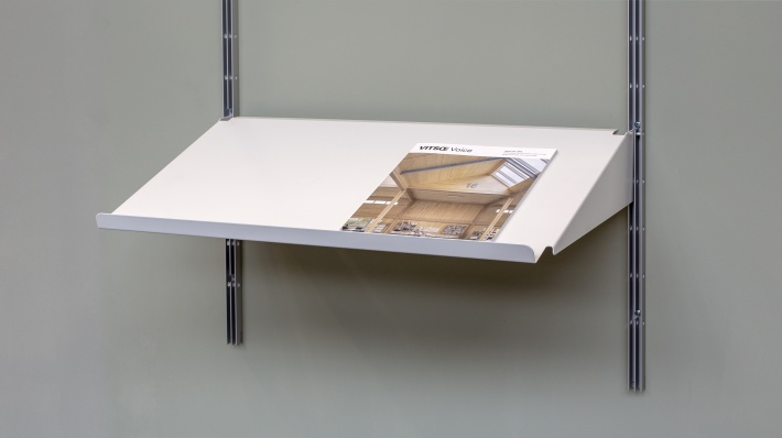 sloping shelf for magazines or open books. Strong metal shelves. Vitsœ 606 modular shelving. Designer Dieter Rams