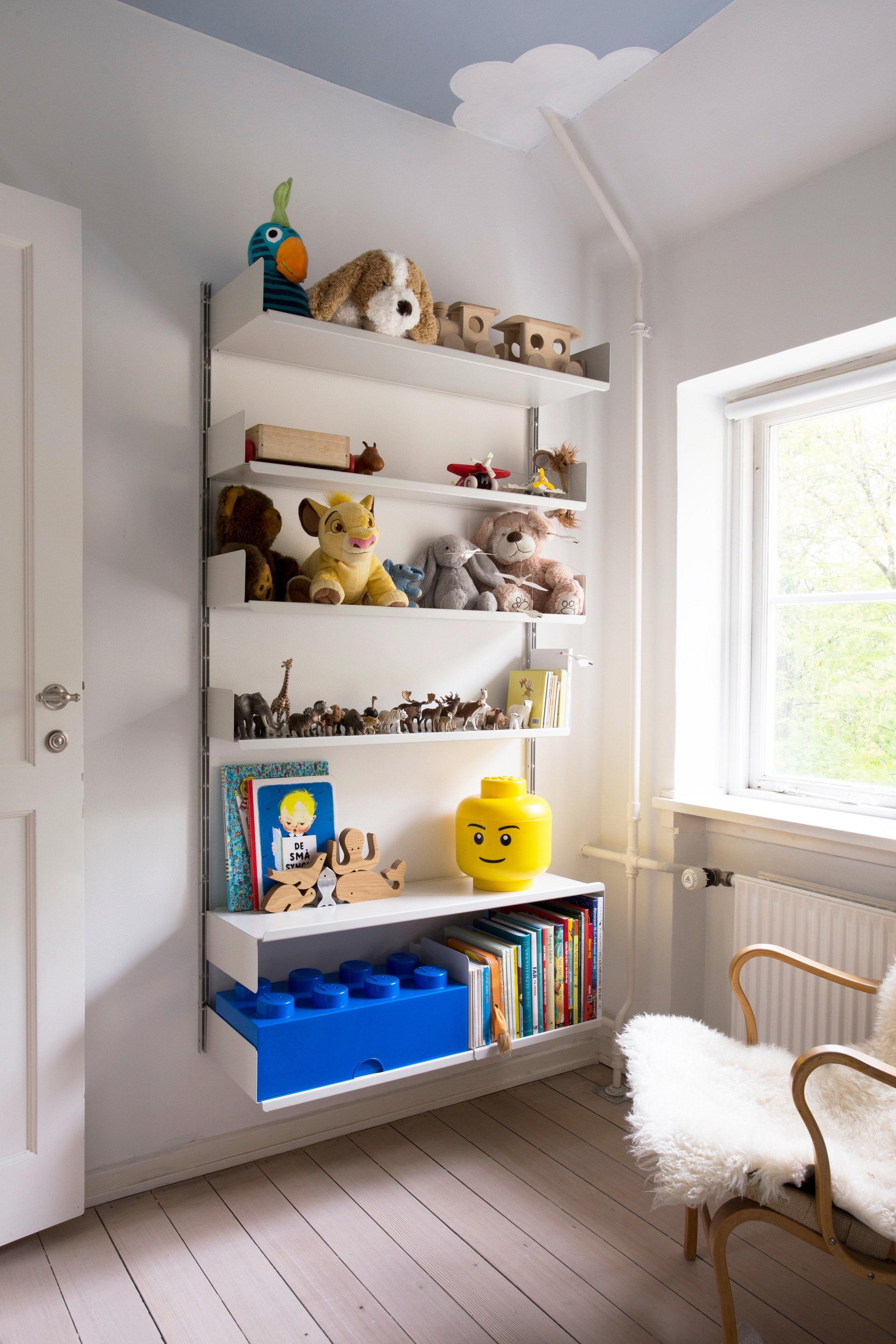 606 Universal Shelving System for kids