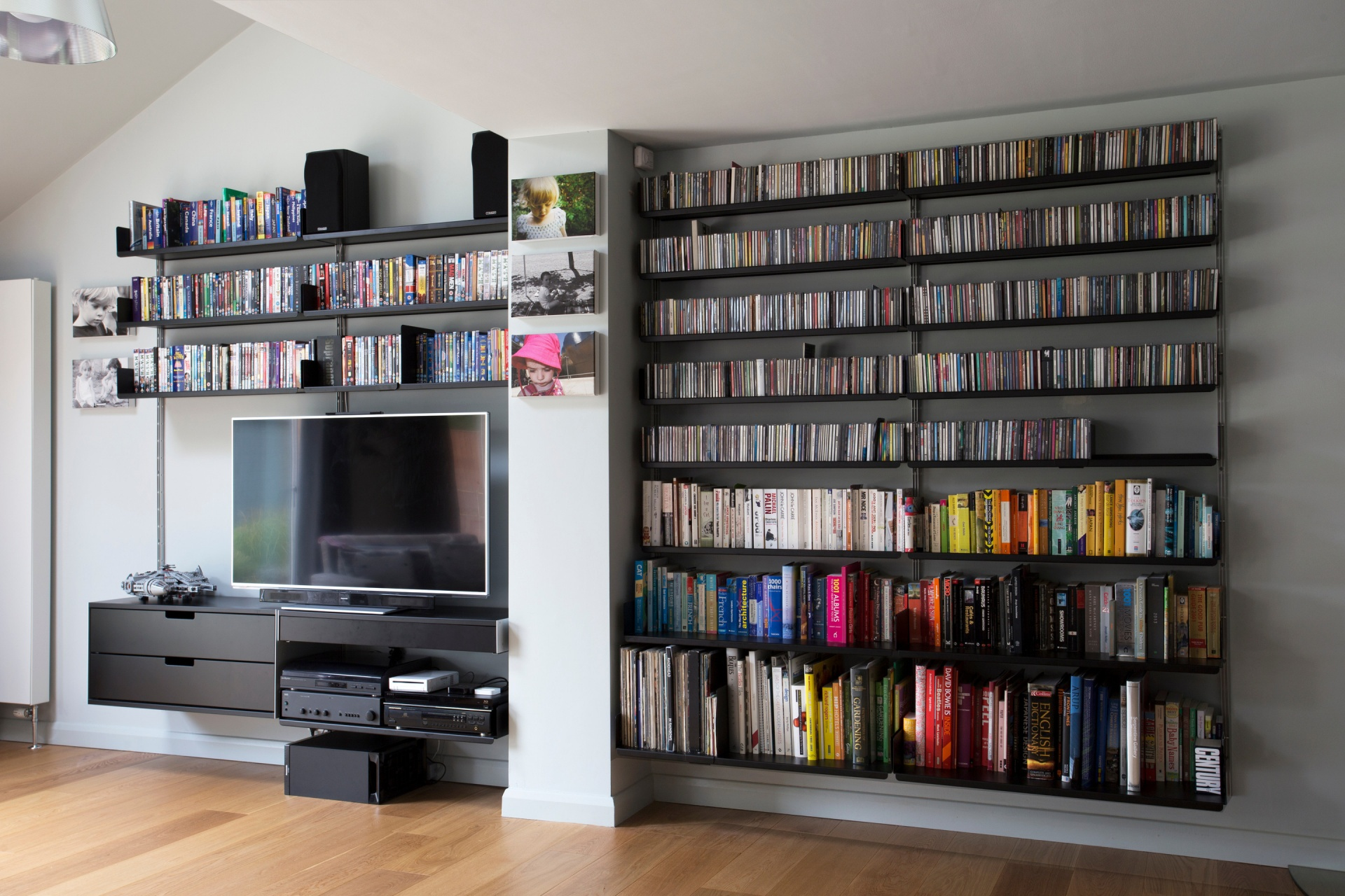 606 Universal Shelving System for TV, media and vinyl