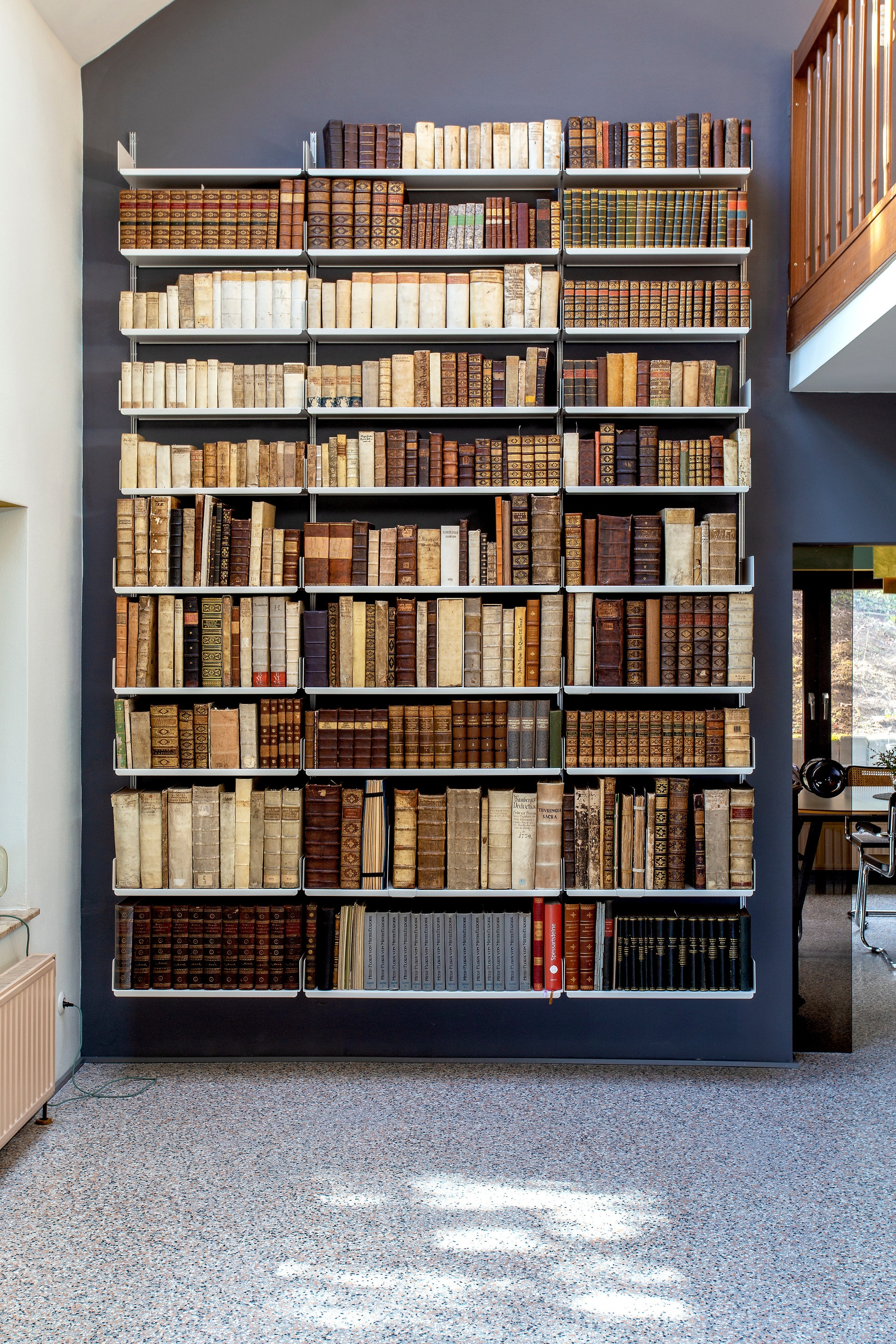 606 Universal Shelving System for books
