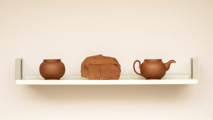 Bowl, clay and pot, made in Staffordshire red clay, by Ian McIntyre, for his exhibition at Vitsœ 2016