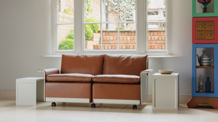 modular leather sofa, two-seater sofa, designer armchair, 60s style sofa. By Dieter Rams. Hand-made by Vitsœ since 1962