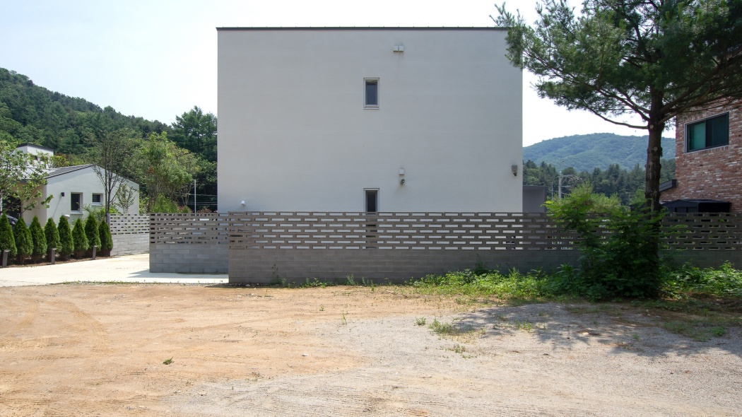 Sairom and PJ Lee's home façade in South Korea.