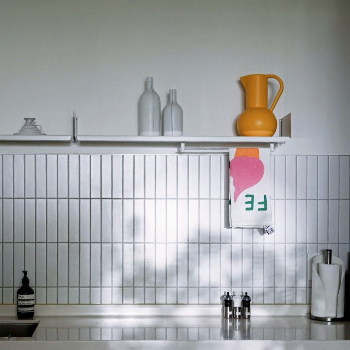 Sairom and PJ Lee's kitchen minimalist design with Vitsœ shelving over the countertop.