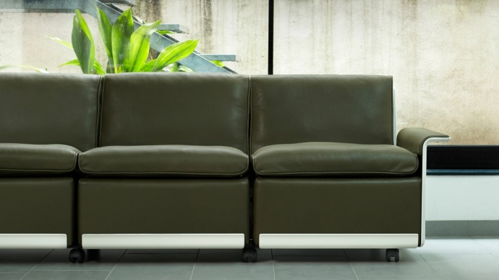 Designer modern modular sofa in olive green leather, three seats. The iconic 620 armchair, Dieter Rams design. Handmade by Vitsœ since 1962